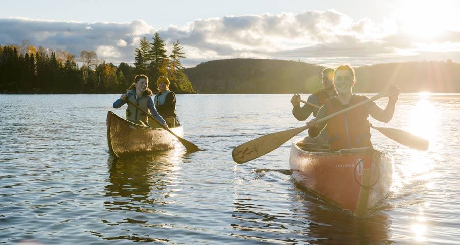 Laghi del Canada: persone in barca