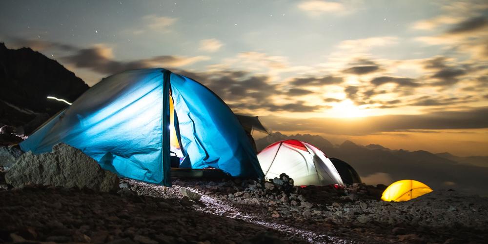 dormire in tenda durante viaggio nel estremo nord canadese