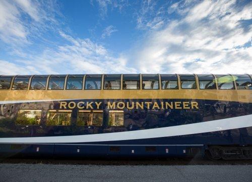 viaggio montagne rocciose in treno panoramico