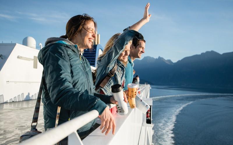 in traghetto tra fiordi e foreste della British Columbia, con l'auto al seguito!