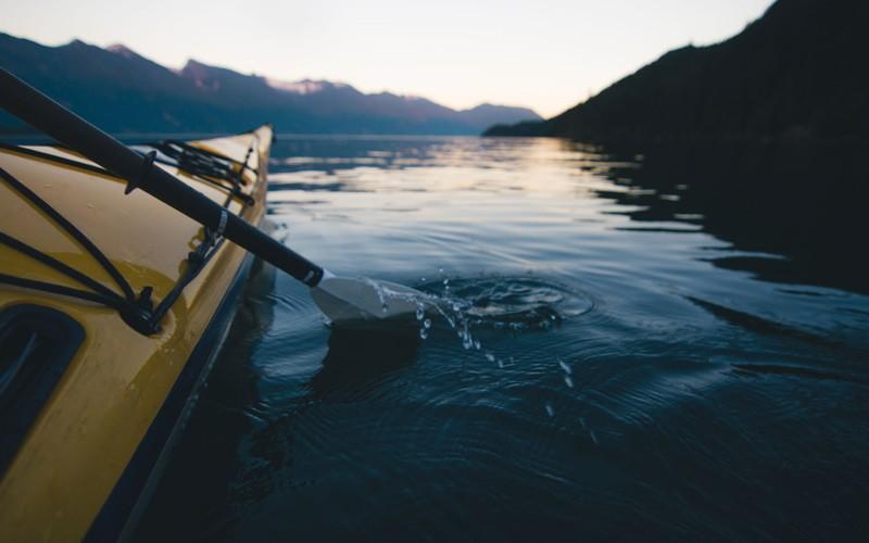 al mattino in kayak tra i sounds (isolette) della splendida Vancouver Island